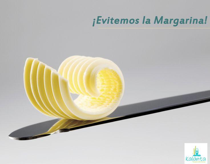 La margarina contiene ácidos transgrasos que pueden afectar los niveles de colesterol malo e impedirle al cuerpo utilizar de forma adecuada, los ácidos que necesitamos para mantener sano nuestro sistema nervioso.