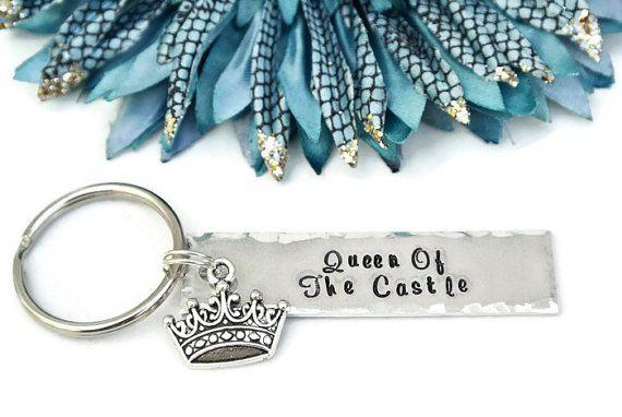 Regina di questa mano castello timbrato portachiavi | Corona di Regina | Regalo…