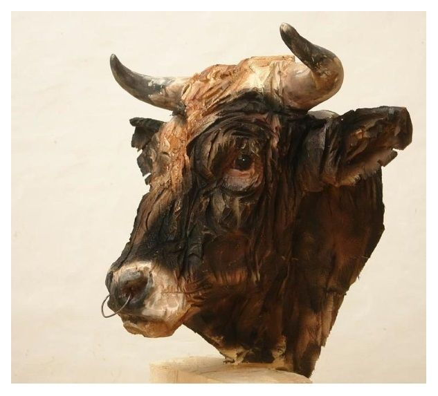 'Bull' (created using a chainsaw) by Jürgen Lingl-Rebetez.