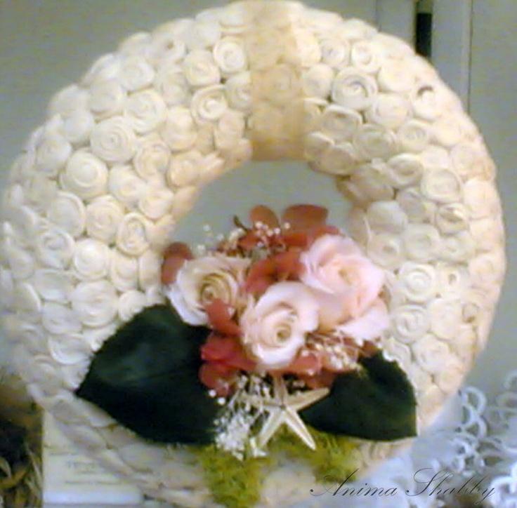 corona con composizione di fiori stabilizzati
