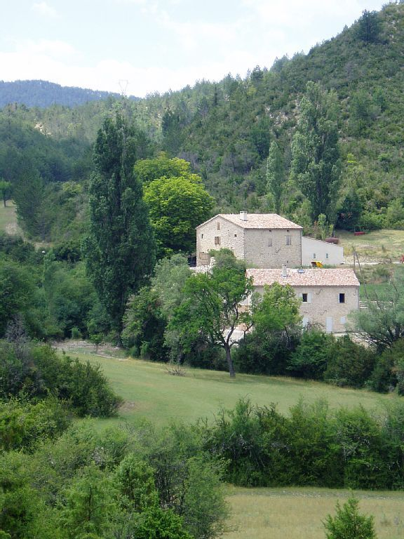 In the authentic and charming environment of the Verdon Gorges, the gite Campagne Nauvin allows to combine the comfort and the communion with the nature. Located in the heart of a forested massif and surrounded ...