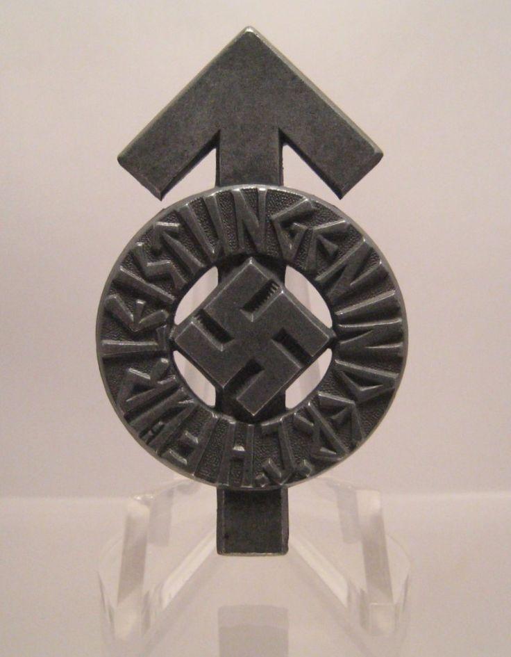 28/LXI Militaria UK – WW2 Deutsche (German) – Leistungsabzeichen (Proficiency Badge) – Hitler Jungend (Hitler Youth) 1939. Silver Grade, Late War Zinc. Gustav Brehmer, Markneukirchen. c.1939 - 45.