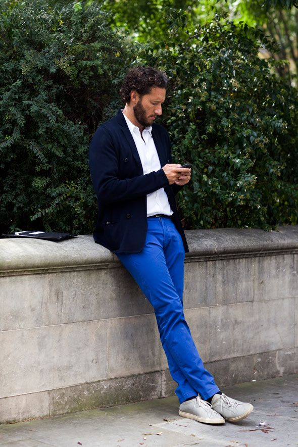 a man who is bold enough to wear BRIGHT blue pants = aweeesome.