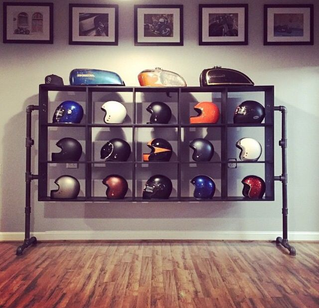 Beautifull space #motorcycle #caferacer #helmets #biltwell #gringo #bell #bellhelmet