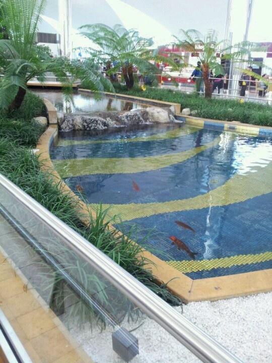 Dubai airport: Dubai Airports,  Labyrinths