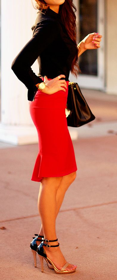 Love..the color of the skirt, the fit and the design
