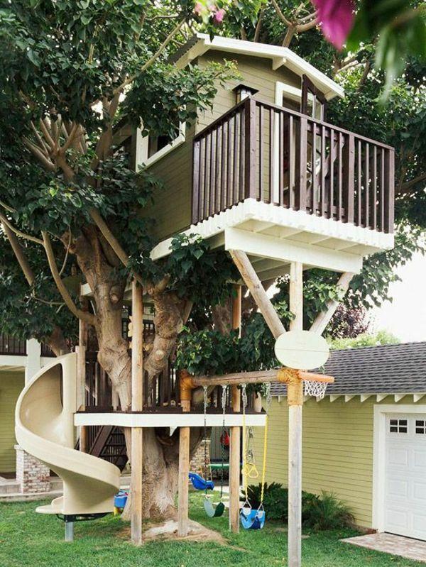 Baumhaus mit Rutsche