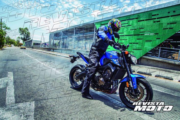 La FZ-09 equipa avanzados componentes de la más alta tecnología como el acelerador controlado por 'chip' de Yamaha (YCC-T), un sistema que optimiza la relación entre las revoluciones del motor, el flujo de aire de admisión y la curva del par motor mediante una unidad de control electrónico (ECU).