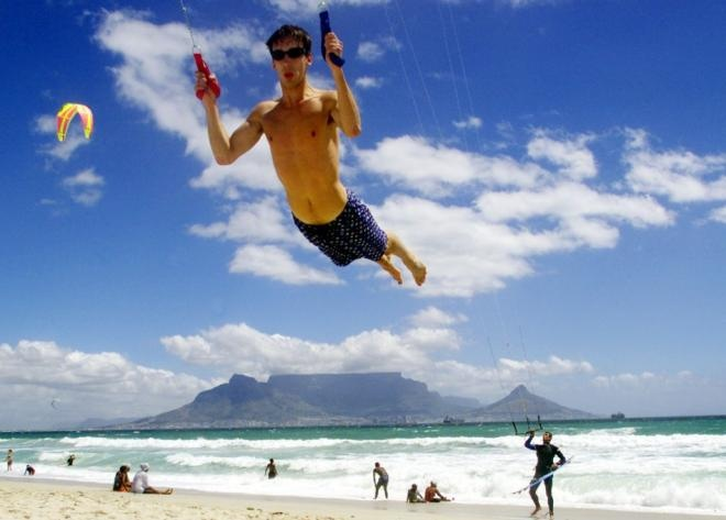 Blue skies + Blouberg Beach power-kiting = the perfect day.
