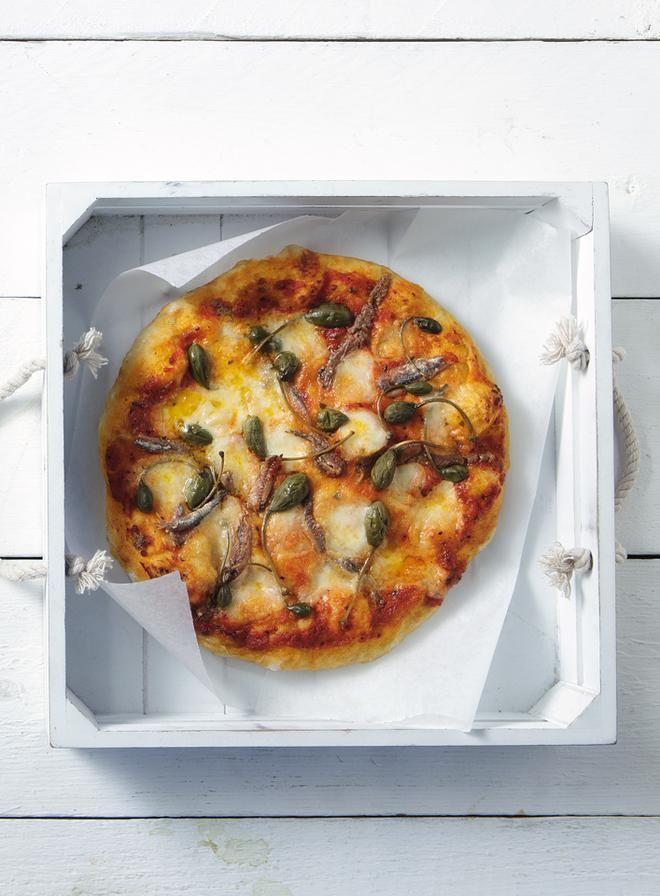 Ναπολιτάνικη πίτσα με αντζούγια και κάππαρη