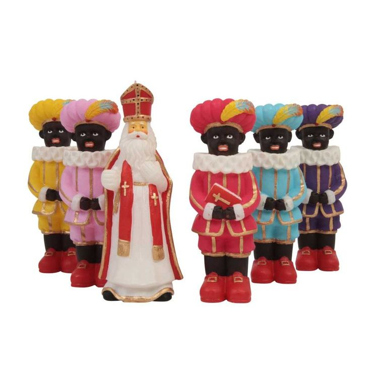 Sinterklaas and Piet Kaars (candles).....spotted these in a store window in Alkmaar but the store was closed!!