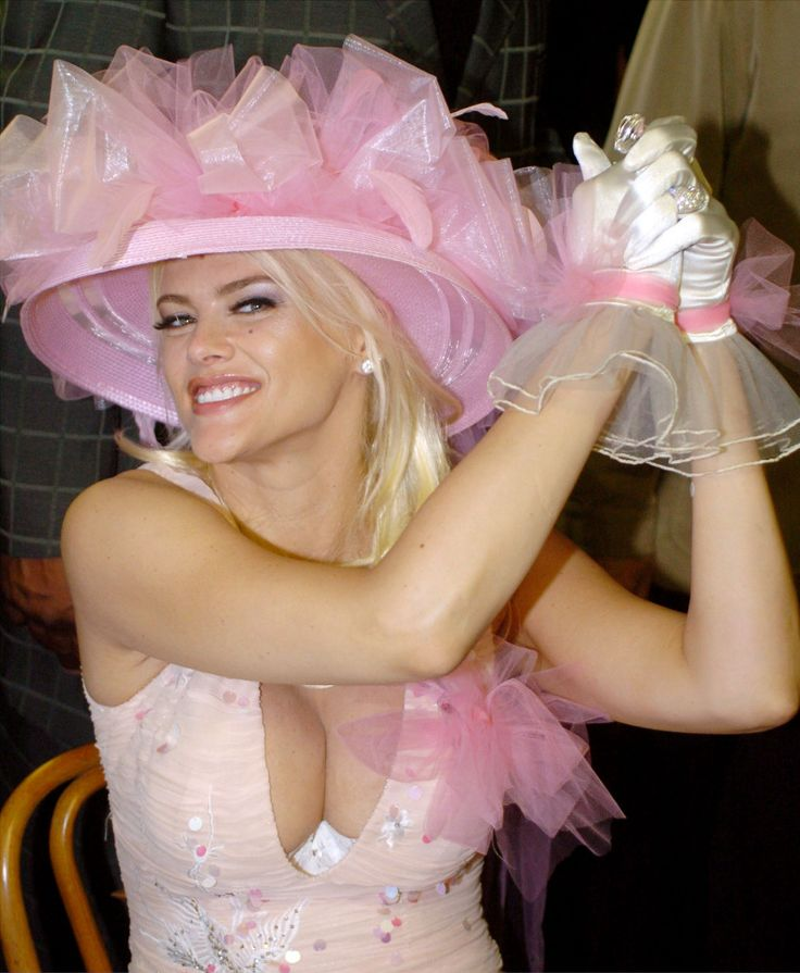 You want more crazy celebs and their crazy Derby hats? Of course you do!