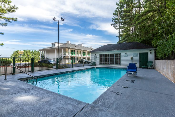 Welcome To Quality Inn And Suites Hotel In Greensboro Ga Located Off Interstate 20 Near University Of Georgia Lake Oconee Reserve Your Stay At One
