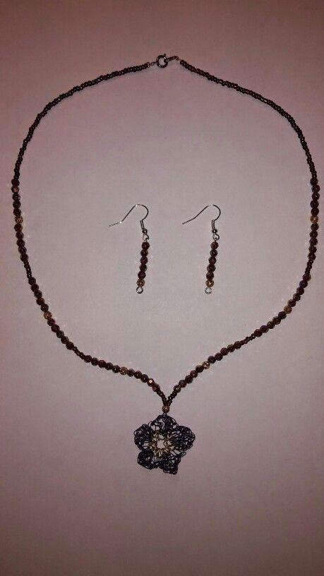 Parrure perles et fil métallique crocheté