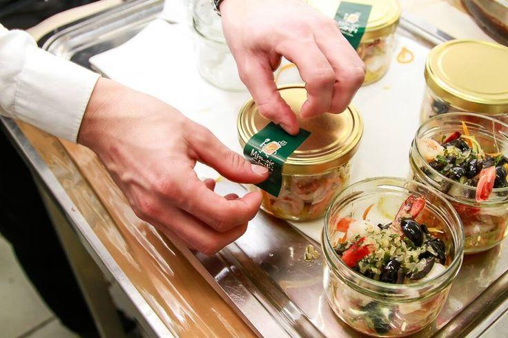 Komu LUNCH od Michela W PREZENCIE? :) Wystarczy, że jedna osoba z biura zamówi 10 zestawów lunchowych, a JEDENASTY zestaw otrzymacie GRATIS! http://mojesloiki.pl/zamow-jedzenie