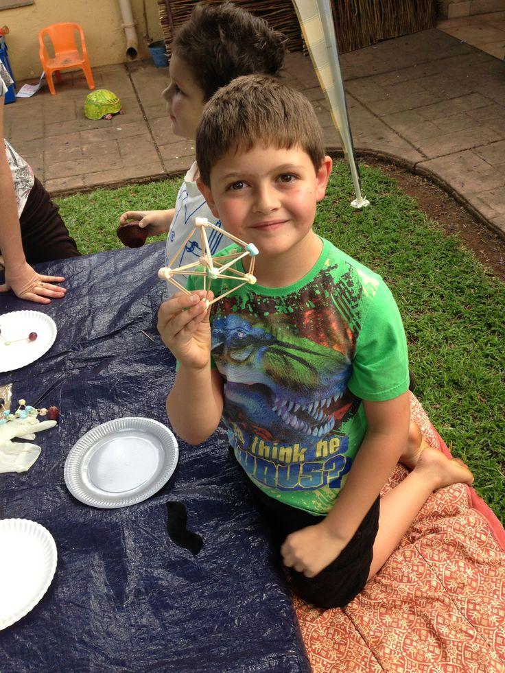 Atom construction (Mini marshmallows and toothpicks)