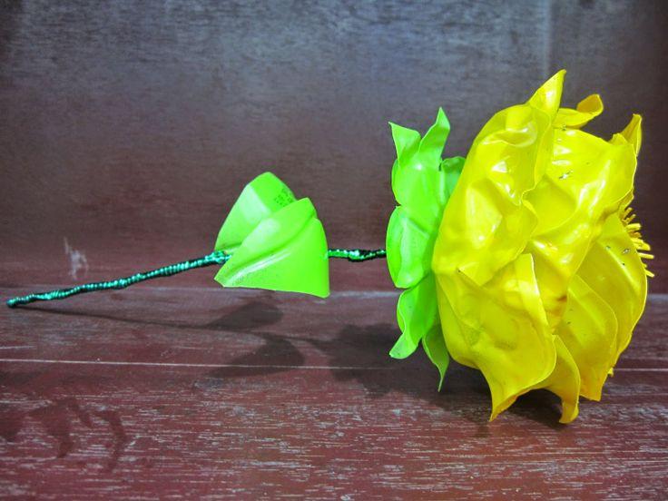 Sang Anggrek Merpati: Hunting Crafter (Bunga mawar dari botol aqua bekas...