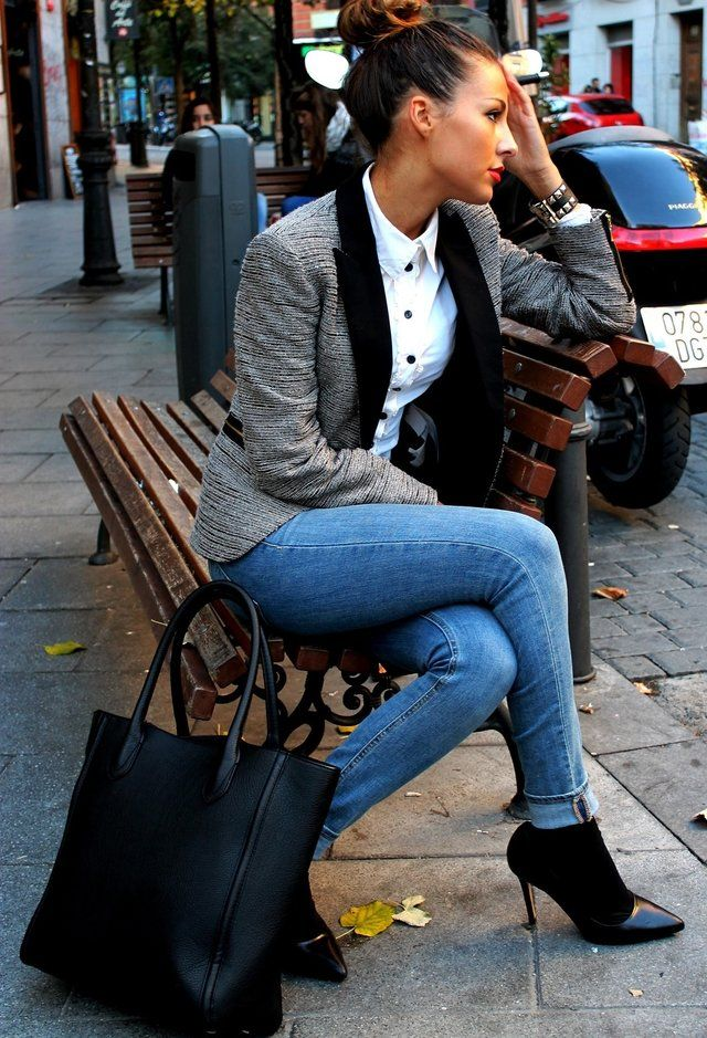 Fall Fashion jean day work outfit. So perfect with so m much style. 28 Stylish Blazers - Fashion Diva Design. Perfect for a grey Tuesday