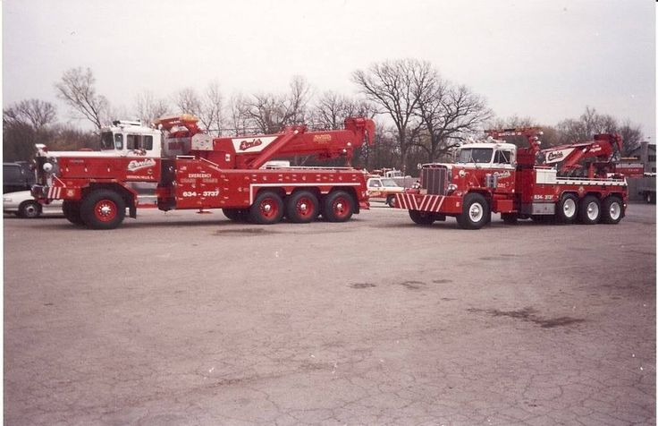 Ernie's Wrecker Service, Vernon Hills IL - 1991 Oshkosh AWD w/ Bill Bottoms All Pro 70 ton rotator and 1981 Peterbilt w/ Challenger 60 ton