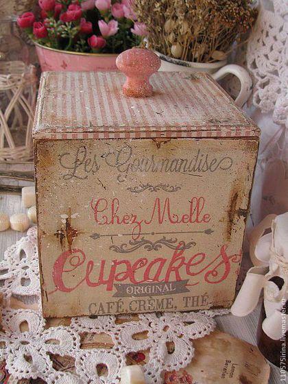 Купить или заказать ' Cupcakes' Короб. в интернет-магазине на Ярмарке Мастеров. Короб в стиле шебби-винтаж. В коробе можно хранить чай, кофе, травы, конфеты, печенье, сухофрукты. Внутри короб не обработан.