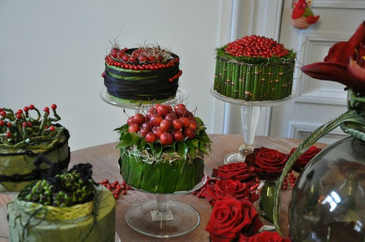 Floral arrangement, red,