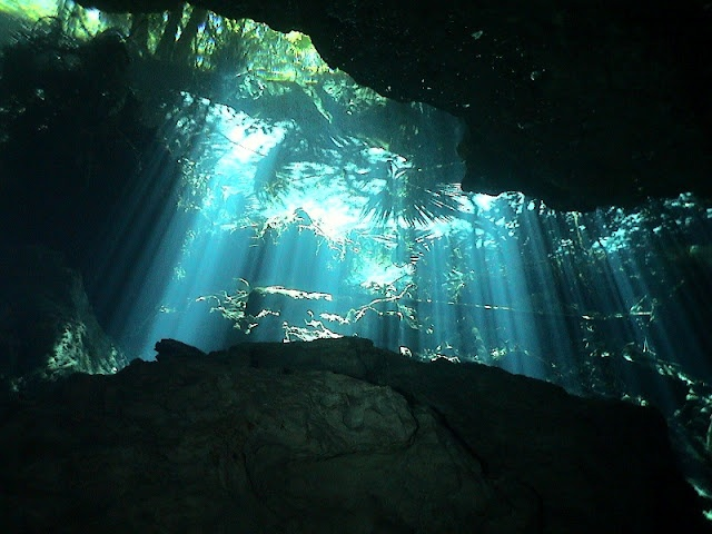 Underwater caving diving in the Mayan