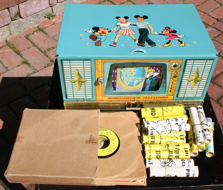 SUPER RARE DISNEY MOUSEKETEER TV RECORD PLAYER 1950'S