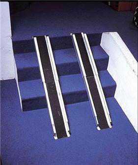 Rampe de Fauteuil Roulant, idéale pour accéder partout, légères en aluminium. Télescopiques donc peu encombrantes...