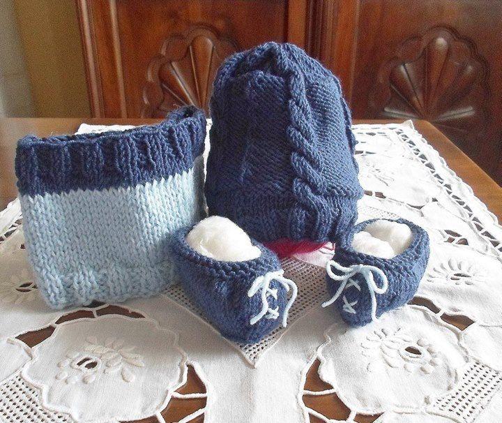 Cappellino con trecce, sciarpa ad anello e scarpine in lana sui toni del blu e azzurro (0-3 mesi). Regalo per neonato di morbida lana merino by LaChecheCreativa on Etsy