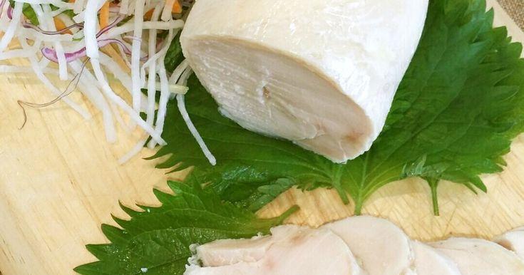 もう10年くらい作り続けている『鶏ハム』ですが、たどり着いたのは塩麹のみ! 塩抜き無し。これが一番簡単で美味しい♪