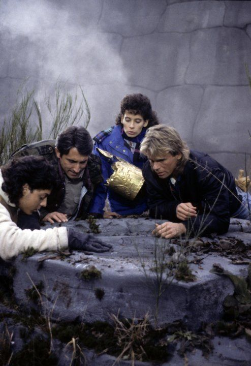 Still of Richard Dean Anderson, Michael Bays, Richard Chaves and Theresa Saldana in MacGyver (1985)  *** one of my favorite episodes***