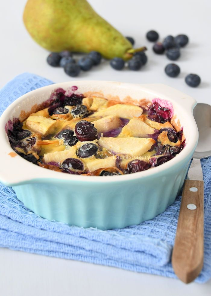 pear blueberry clafoutis - Peer-blauwe bessen clafoutis - Laura's Bakery