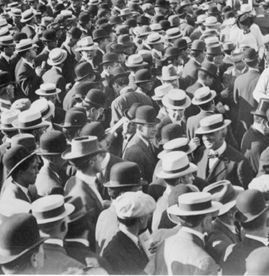 A sea of mens hats in 1920. Straw boater and skimmer hats, bowler or derby hats, newsboy caps, and one top hat. http://www.vintagedancer.com/1920s/keep-your-hat-1920s-mens-hats/