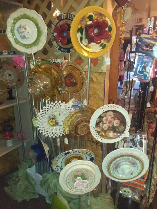 More plate flowers in my flea market booth.