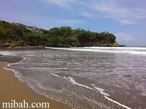 Pantai serang blitar in other side. http://www.mibah.com/2015/04/pantai-serang-panggungrejo-blitar-jawa-timur.html
