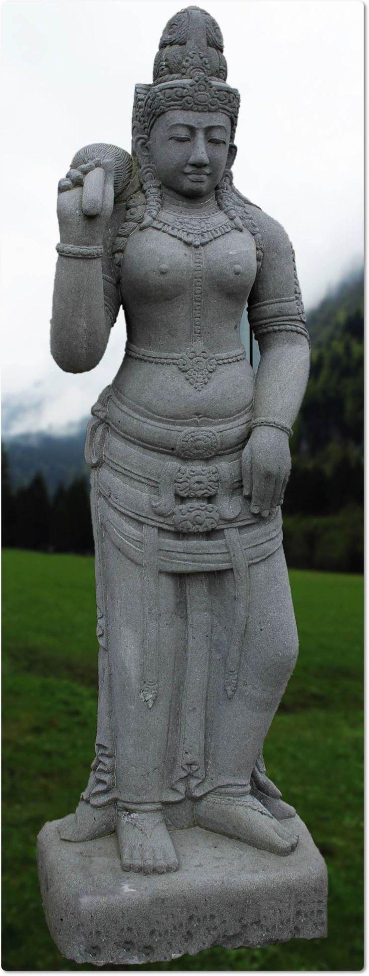 Hindustische Steinfigur Lakshmi aus pyroklastischem Lavagestein