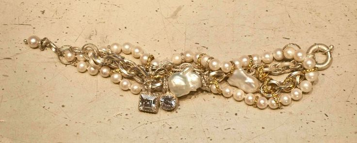 Lovely pears with touches of gold...Giuseppina Fermi Gioielli Bracelet --->Article 336336-14<--- #gioielli #bracelets #jewelry #chicaccesories #italiansophistication