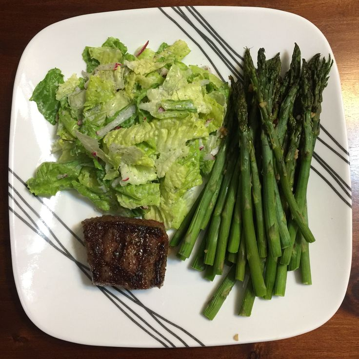 Day 4 of 5: No-Starch Dinners (self-challenge) NY Strip Steak Roasted asparagus with garlic Salad with homemade ranch 405 cal #goodnutrition #physicalactivity #goodfood #vegetables #JuicePlus #healthymeal #healthyfood #healthy #health #exercise #eatclean
