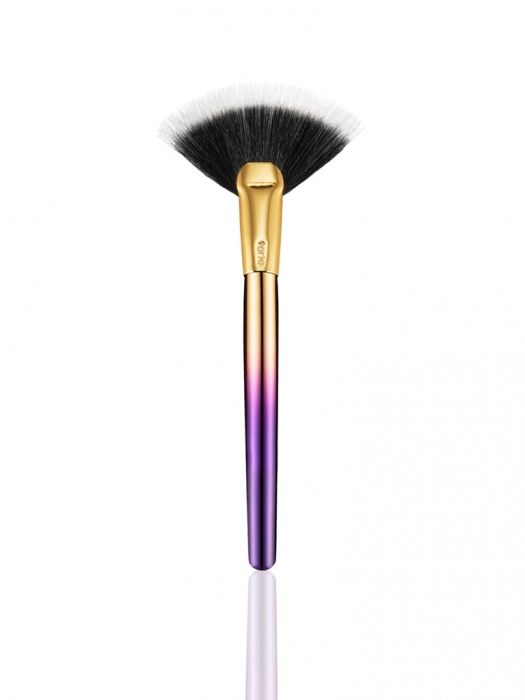 Rainforest of the Sea highlighting fan brush from tarte cosmetics