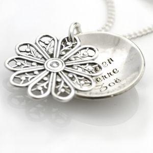 Flowers of my Love - Zilveren ketting met Namen en gedetailleerde Bloem.  €44,95
