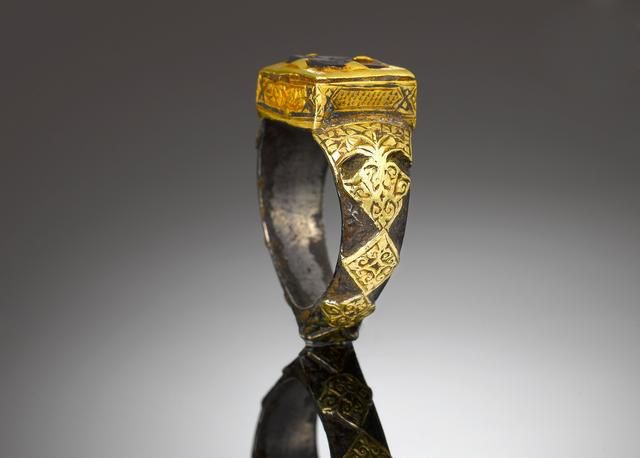 A Seljuk garnet-inlaid niello, silver and gold Ring Persia, 12th/ 13th Century Sold for £1,560 (RUB 128,094) inc. premium