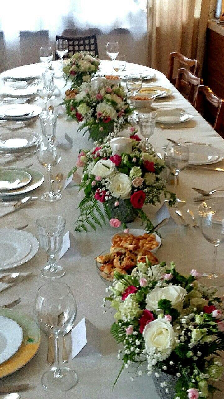 Dekoracja stołu na rodzinną uroczystość.