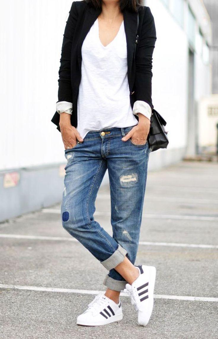 """Minimaliste+adidias superstar Cet outfit collage est dedié à une collection minimalist. """" Less is more """" est l'esprit essentiel de ce look. J'aime le côté timeless et simplicité. Si vous souhaitez avoir un peu de color dans ce tenu, un rouge à levre rouge vif est ideal pour ajouter une touche glamour et feminine.  1. Veste Zara 2. Top H&M 3. Jean boyfriend New Look 4. Basket Adidas Superstar 5. Montre Kooples"""