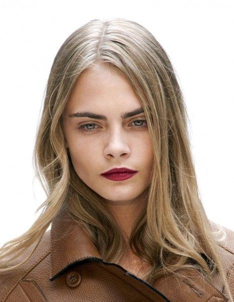 1 fille, 10 make-up : Cara Delevingne Bouche framboise