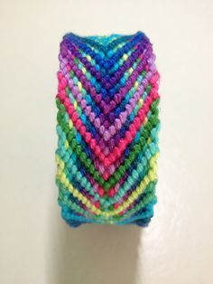 Fishbone friendship bracelet pattern number #7914 - For more patterns and inspiration visit our web or the app!