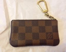 louis vuitton keychain damier