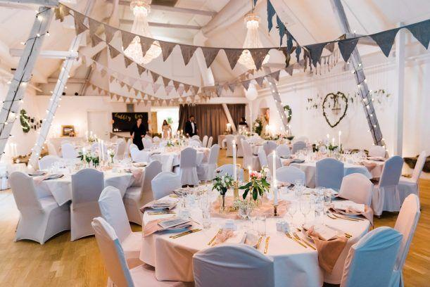 950657d67850 Bröllopsfotograf Lorensdal, Vellinge. Festlokal. Bröllop. Rosa dekorationer  och dukning. Wedding venue