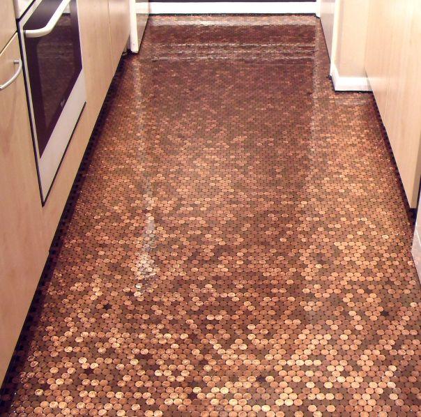Penny floor creative alternative to tiling creative for Floor of pennies