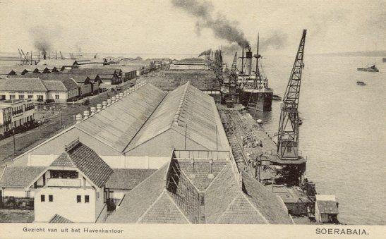 Gezicht van uit het Havenkantoor van Soerabaja 1900-1920.