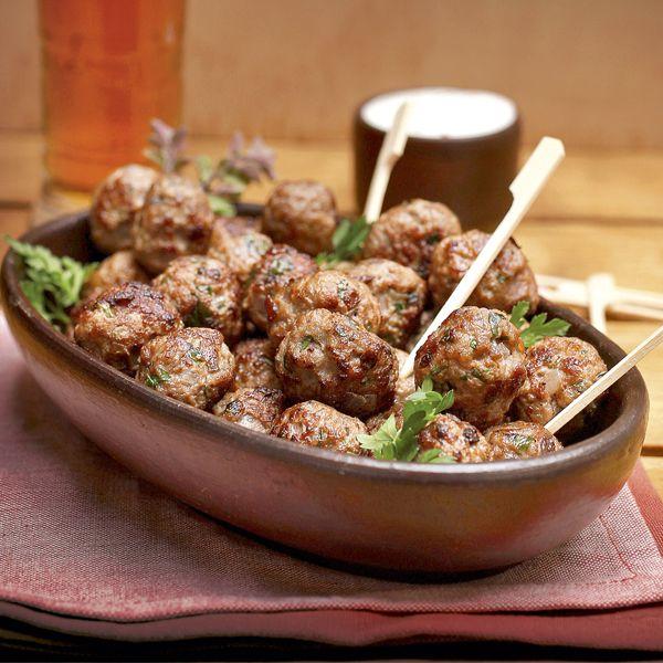 Bolitas de carne con salsa de merkén y cebollín